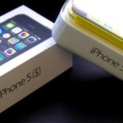 """Į Lietuvą išmanieji telefonai """"iPhone 5S"""" ir """"iPhone 5C"""" atkeliaus spalio 25-ąją"""