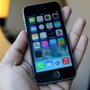 """Dėl per mažesnių nei tikėtasi pardavimų, """"Apple"""" mažina """"iPhone 5C"""" gamybą"""