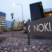 """""""Nokia"""" akcininkai palaimino mobiliųjų telefonų padalinio pardavimą """"Microsoft"""""""