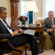 """B.Obamai saugumo sumetimais draudžiama naudotis telefonu """"iPhone"""""""