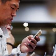 """Didžiausias pasaulyje Kinijos mobiliojo ryšio operatorius prekiaus """"iPhone"""""""