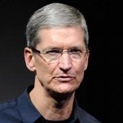 """Labdaringame aukcione varžomasi dėl pietų su """"Apple"""" vadovu Timu Cooku"""