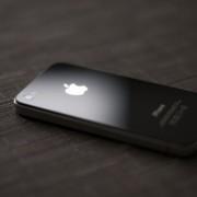 """Apple"" vis dar gamina telefoną ""iPhone 4"""
