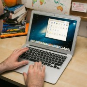"""Gandas: """"Apple"""" išleis 12 colių įstrižainės ekraną turintį """"MacBook Air"""""""