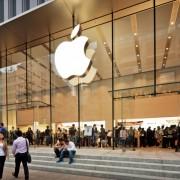 """""""Apple"""" darbuotojų tarpe ir toliau dominuoja baltaodžiai"""