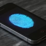 """Priešingai nei """"Android"""", """"iPhone"""" vartotojai yra saugūs nuo mobilių virusų"""