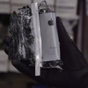 """Pamatykite, kaip 18 tūkst. kilogramų jėga sutraiško """"iPhone 5S"""""""