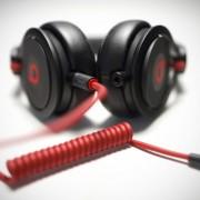 """""""Apple"""" sužavėta """"Beats Music"""" sėkme, prekinį ženklą """"Beats"""" vystys atskirai"""