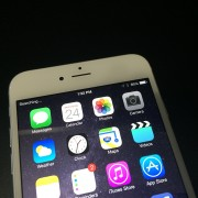 """""""Apple"""" nebeleis """"iOS 8"""" vartotojams grįžti prie senesnių """"iOS"""" versijų"""