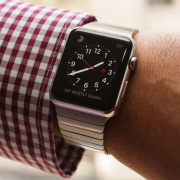 """Consumer Reports"" atliko ""Apple Watch"" testą: braižė, skandino, matavo"
