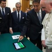 """Popiežius Pranciškus ir """"iPad"""""""
