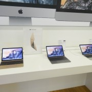 """""""iDeal"""" salonuose jau galima išbandyti naujuosius """"MacBook"""""""