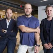 """Pareigose paaukštintas """"Apple"""" dizaineris Jony Ive'as dabar apsistos tik ties naujų produktų kūrimu"""