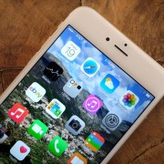 """""""Apple"""" išleido naujas bandomąsias """"iOS"""" ir """"OS X"""" versijas"""