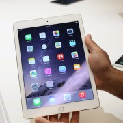 """""""Apple"""" pradėjo prekiauti perdirbtais """"iPad Air 2"""" planšetiniais kompiuteriais"""
