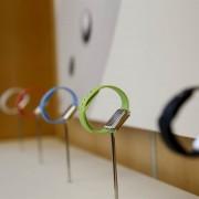 """Beveik 60 eurų kainuojančios """"Apple Watch Sport"""" apyrankės savikaina – vos 2 eurai"""