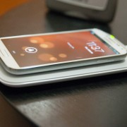 """""""Samsung"""" naujoje reklamoje vėl pašiepė """"iPhone"""", šįkart – dėl negalėjimo įsikrauti bevieliu ryšiu"""