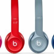 """Back to School"": ""Apple"" su kiekvienu ""Mac"" dovanos ""Beats Solo2"" ausines"