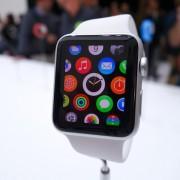"""""""Apple Watch"""" jau valdo apie 75 procentus išmaniųjų laikrodžių rinkos"""