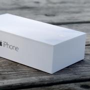 """""""Apple"""" kuria naujus įpakavimus savo parduotuvėse parduodamiems trečių šalių aksesuarams"""