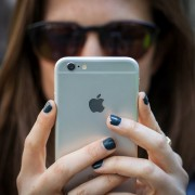 """Turite """"iPhone""""? Na, pagalvokite, ar jums jo reikia"""