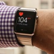 """""""Apple"""" pasiūlė stažuotę po to, kai """"Apple Watch"""" išgelbėjo gyvybę"""