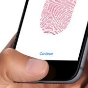 """""""iPhone 6S"""" vartotojai skundžiasi per gerai veikiančia """"Touch ID"""" funkcija"""