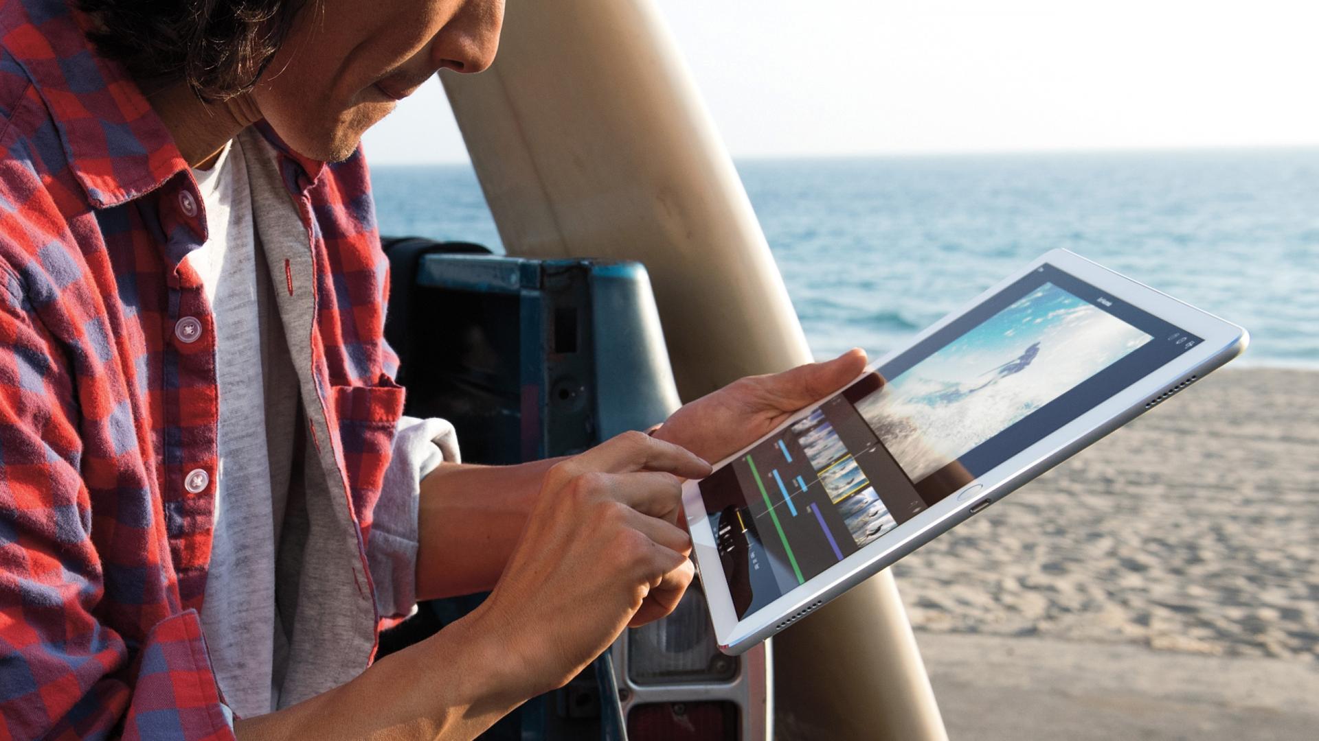 """""""iPad Pro"""" išankstiniai užsakymai – jau trečiadienį, parduotuvėse pasirodys savaitės eigoje"""