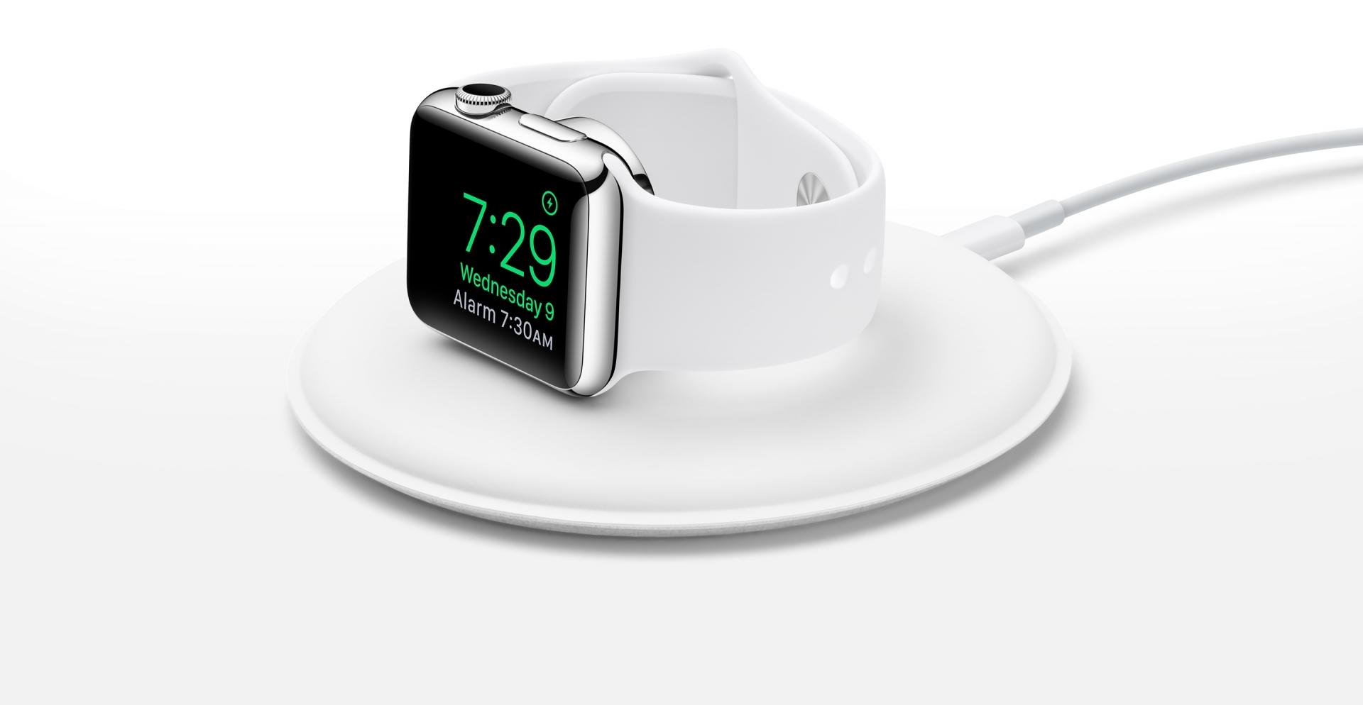 """""""Apple"""" išleido """"Apple Watch"""" įkraunantį stovą"""