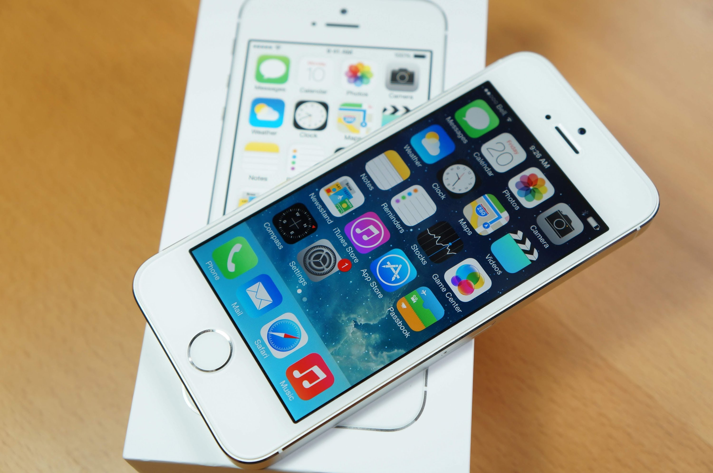 """""""Apple"""" gali tęsti """"iPhone 5S"""" prekybą, atnaujinusi vidinius komponentus"""