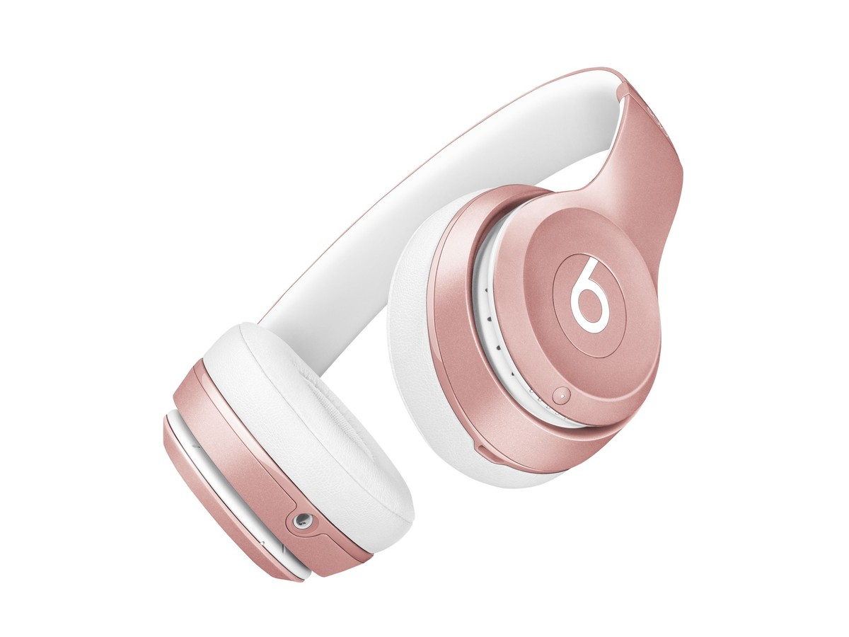 """""""Beats Solo2 Wireless"""" ir """"urBeats"""" įgauna """"iPhone"""" spalvas: išleisti rožinio aukso spalvos modeliai"""
