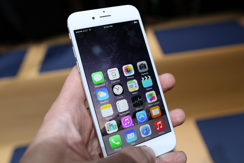 """""""iPhone"""" pardavimai pirmą kartą pralenkė """"Windows"""" kompiuterius"""