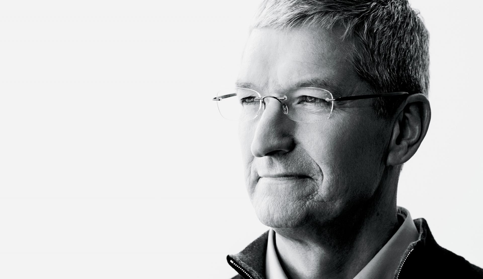 """Timas Cookas pateikė atsakymą į D. Trumpo raginimą boikotuoti """"Apple"""" produktus"""
