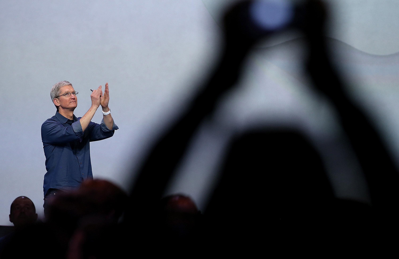 """""""Apple"""" pateikė oficialų atsakymą į teismo prašymą apeiti """"iPhone"""" apsaugą"""