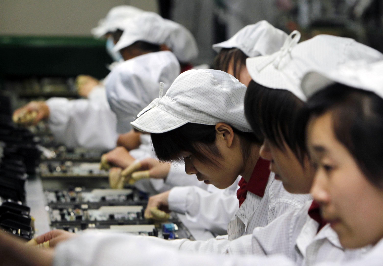 """""""Apple"""" produktų surinkėja """"Foxconn"""" planuoja įsigyti """"Sharp"""""""