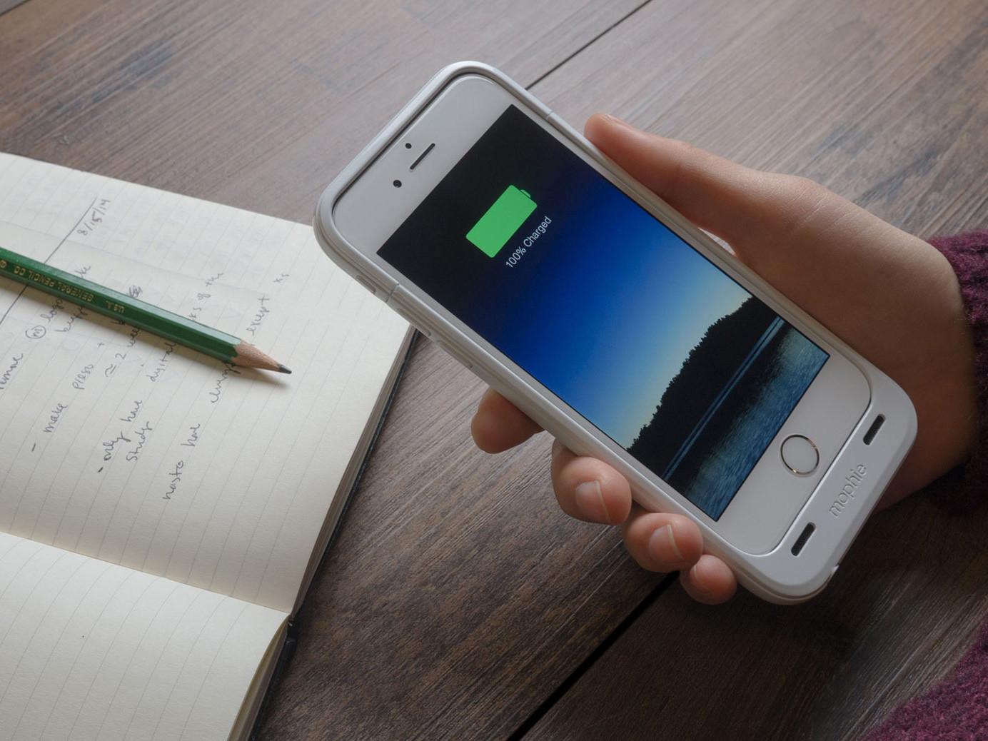 """Garsų """"iPhone"""" baterijų gamintoją """"Mophie"""" įsigijo už 100 mln. JAV dol."""