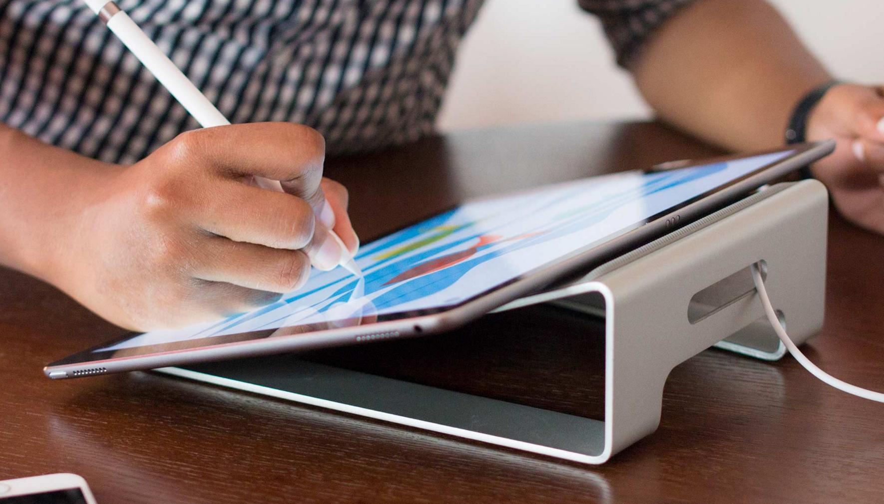 """""""iPad Pro"""" pardavimai džiugina, nors bendri """"iPad"""" pardavimai ir toliau smunka"""