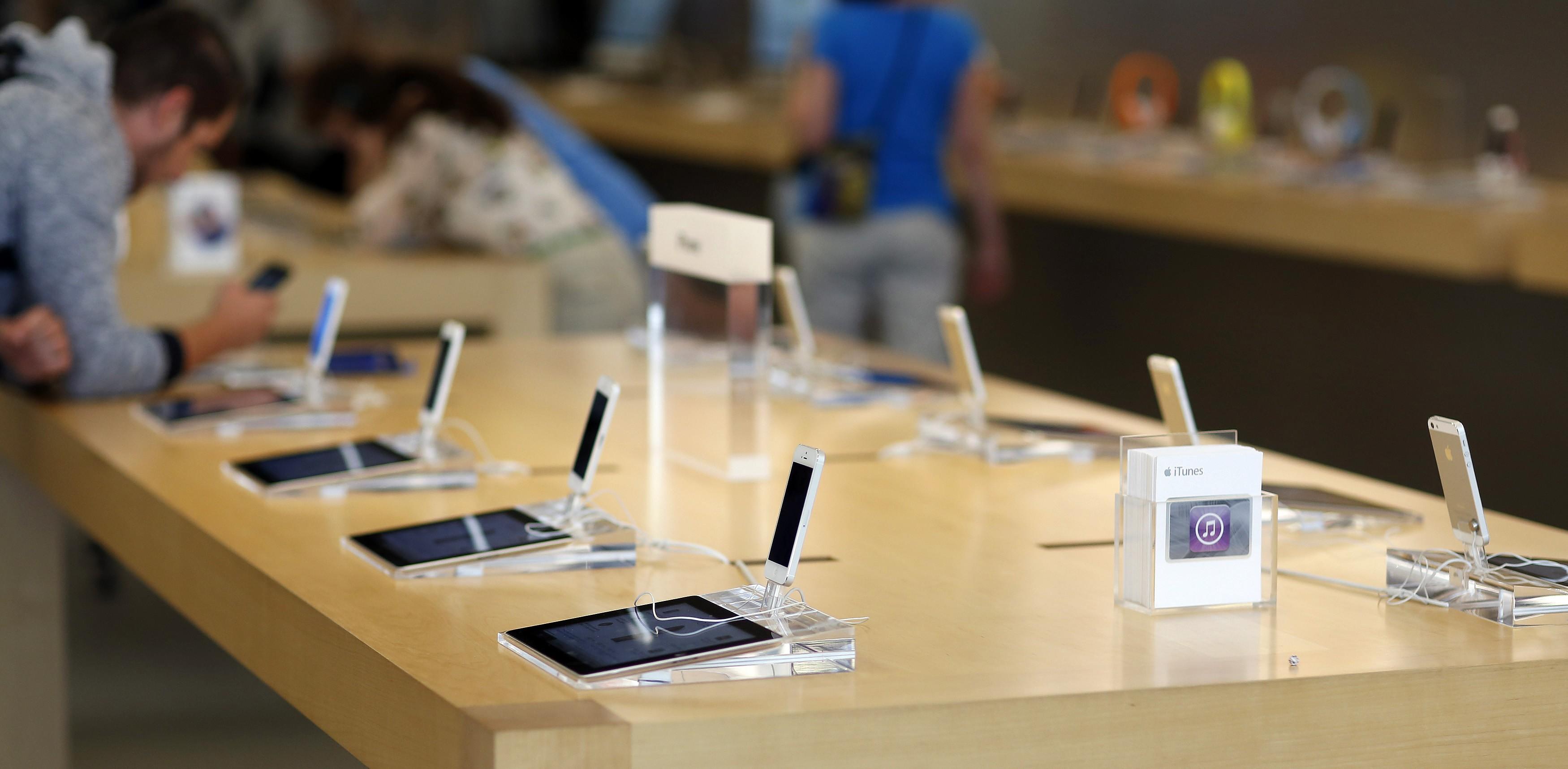"""Svetainė leidžia palyginti """"Apple"""" produktų kainas tarp pasaulio valstybių"""