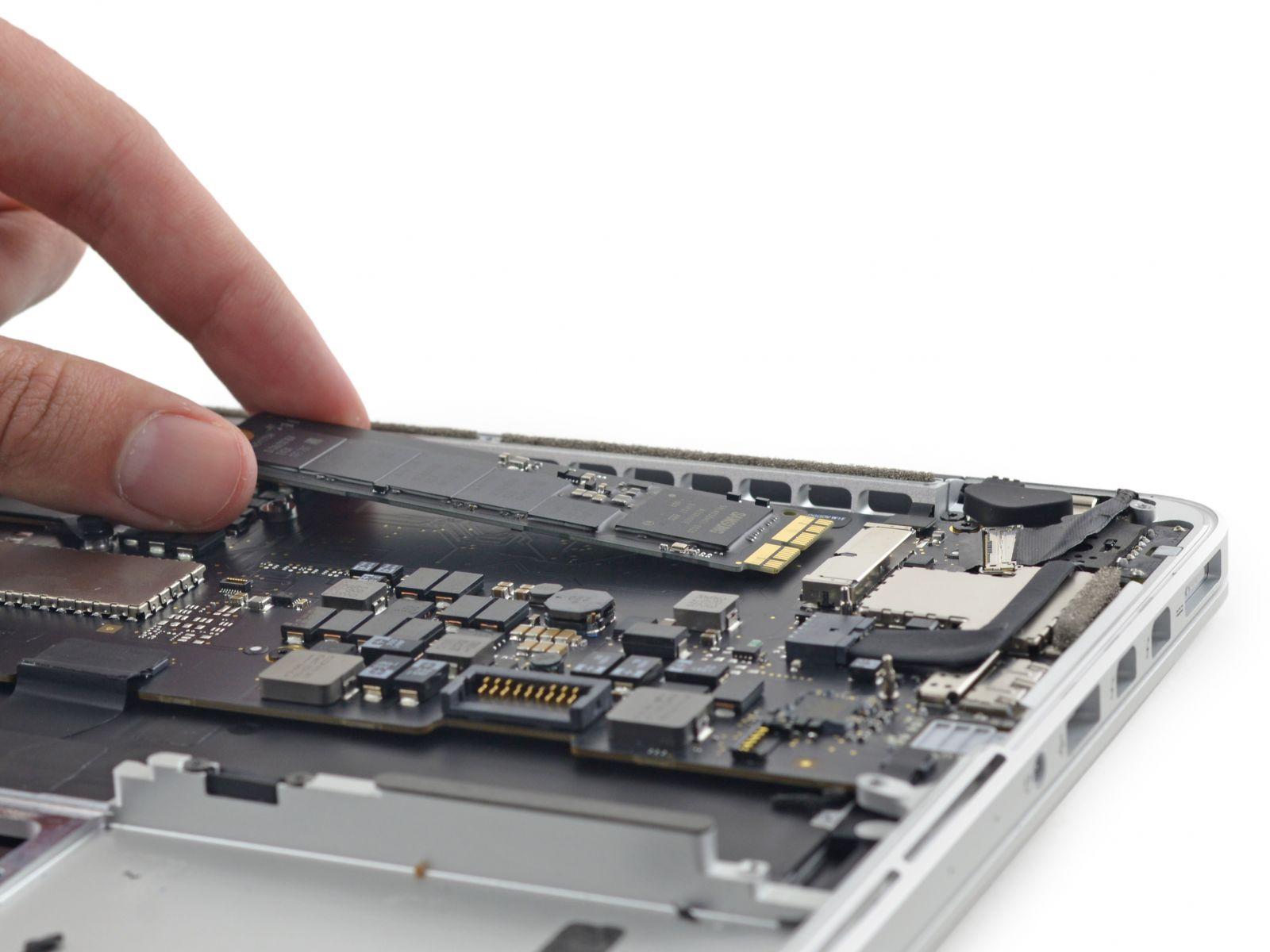 """Naujesnių """"Apple"""" kompiuterių naudotojai sulaukė galimybės padidinti SSD atmintį"""