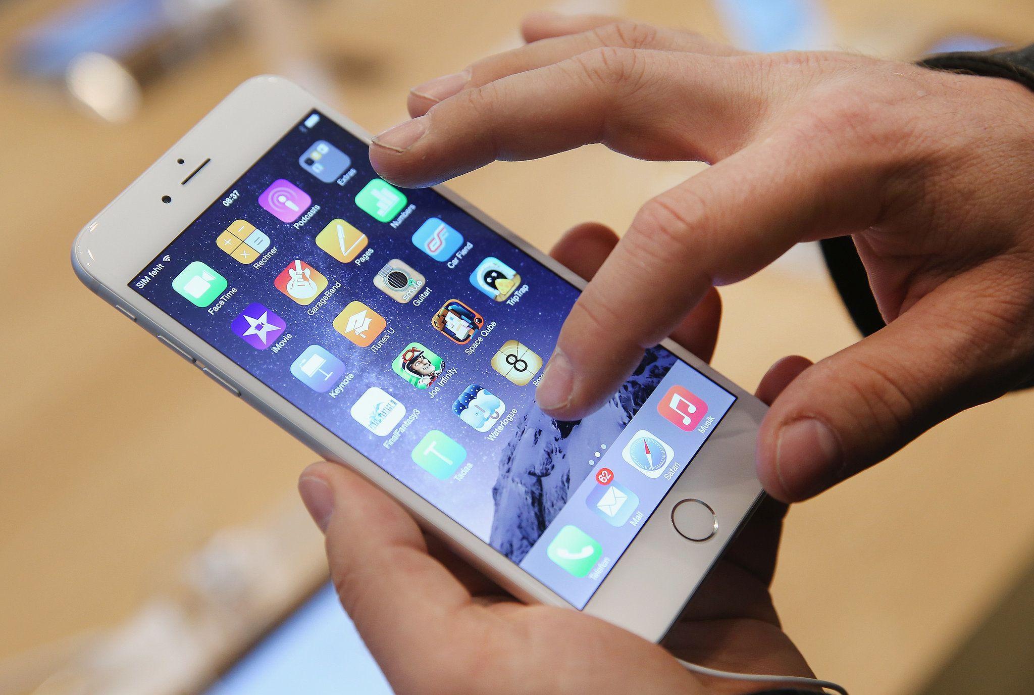 """Gandas: """"iPhone"""" su OLED ekranu atkeliaus 2017-aisiais"""
